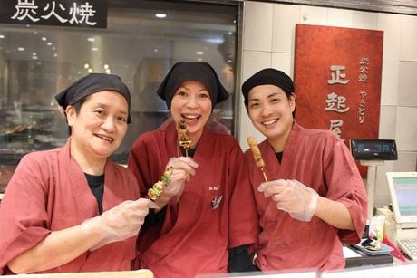 人気のデパ地下惣菜販売スタッフ募集!!活気あるお店で販売の楽しさを感じてみませんか?